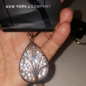 NEW YORK & COMPANY EARINGS ,NECKLACE set